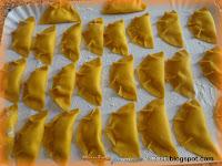 Fagottini di pasta fresca con ripieno di ricotta stracchino e parmigiano