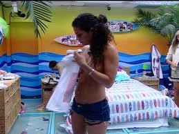 Big Brother 12 – Vídeo de Noemi pagando peitinho