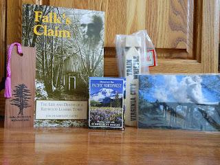 http://3.bp.blogspot.com/-G8gcGIl39JU/UhBvxEgDN5I/AAAAAAAAIUY/mfeRE8Z4zbY/s320/Bleeding+Heart+Blog+Tour+Prize+Package+(Minus+Book).JPG