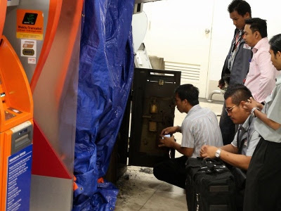 pecah mesin ATM