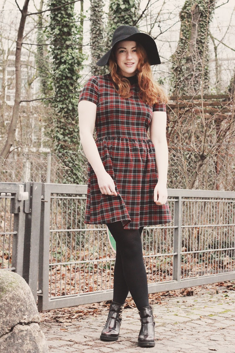 how to style a tartan dress