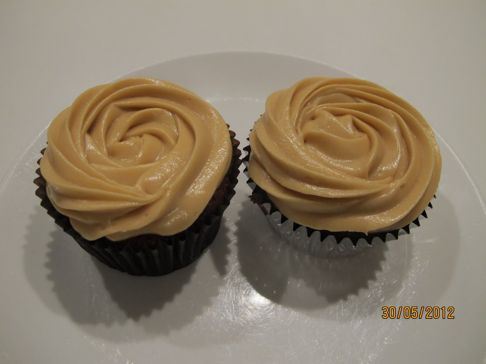... family and food: Sticky Date Cupcakes with Toffee Cream Cheese Icing