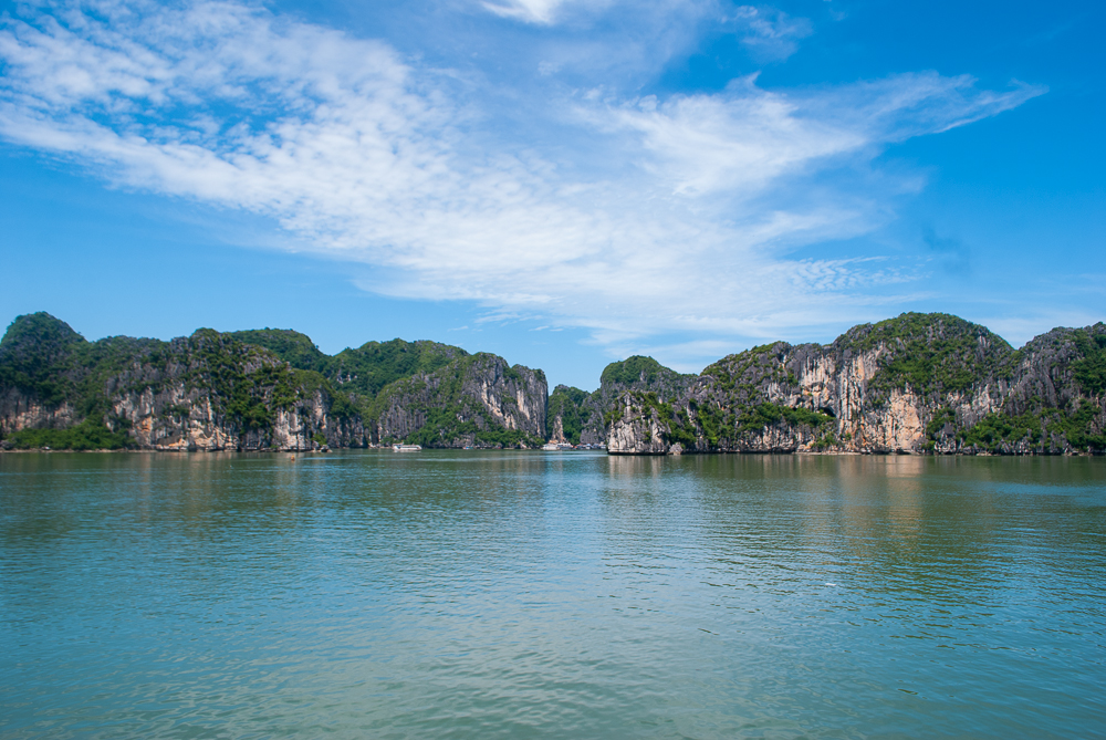 picture of ha long bay vietnam