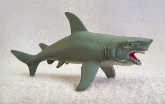 Plastic great white shark Rogg discount