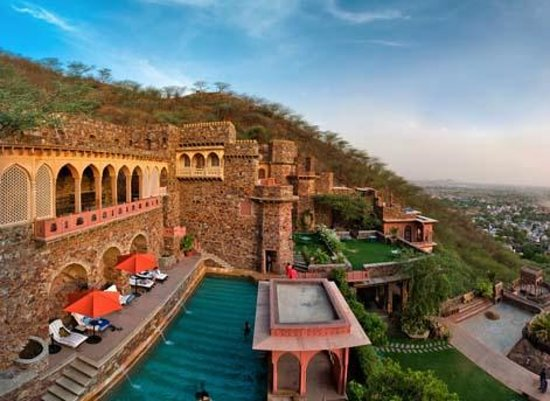 If You Want An Over The Top And Insanely Grand Wedding Look No Further Than Neemrana Fort On Delhi Jaipur Highway This 15th Century Old Majestic Is