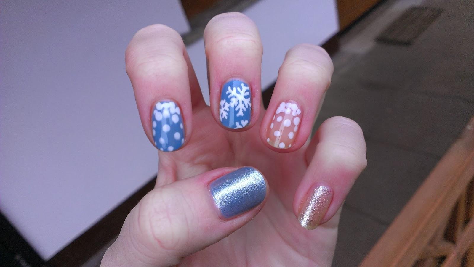 Sandis Nägel: Schnee-Nägel zur Eiskönigin
