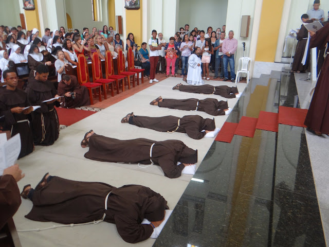 Frei Alleanderson Brito OFM, professa solene juntamente com 4 confrades da Província Franciscana de Santo Antônio do Brasil