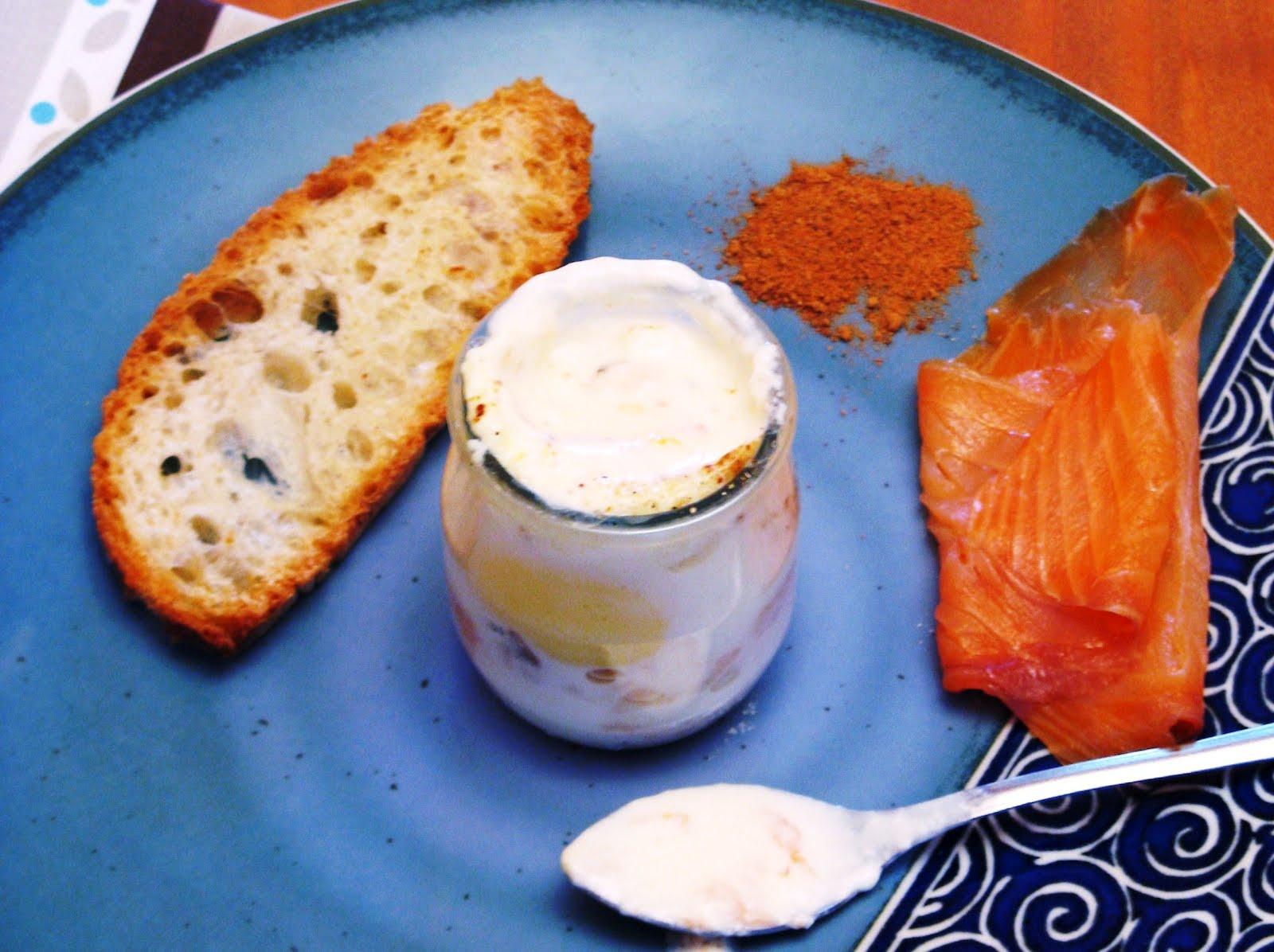 le blog de marie line une recette pour p ques oeufs cocottes au saumon. Black Bedroom Furniture Sets. Home Design Ideas