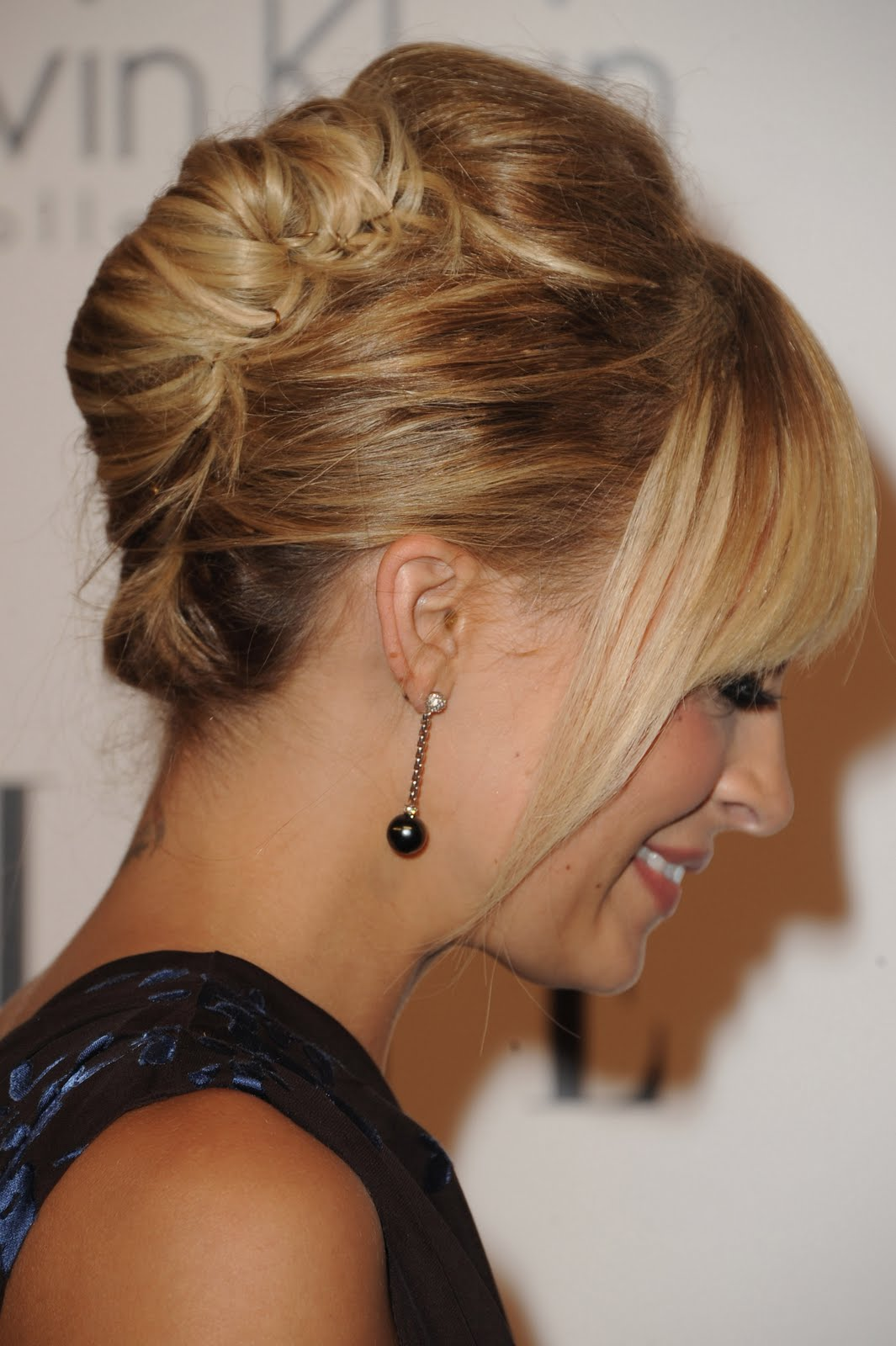 Nicole Richie Sports Top Knot with Side-Swept Bangs