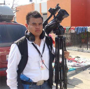 Israel Chávez Quintanilla    Licenciado en Ciencias de la Comunicación¬