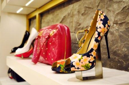 Insignia, Insignia Shoes and accessories, floral shoes, floral heels, Shoe addict, buy shoes online, fashion shoes, designer shoes, Fashion blog of Pakistan, Top Fashion Blog, Blogger in Pakistan, Karachi, red alice rao, redalicerao