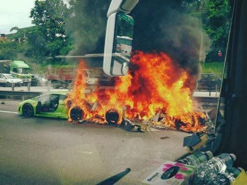 Lamborghini Milik Warga Singapura Terbakar
