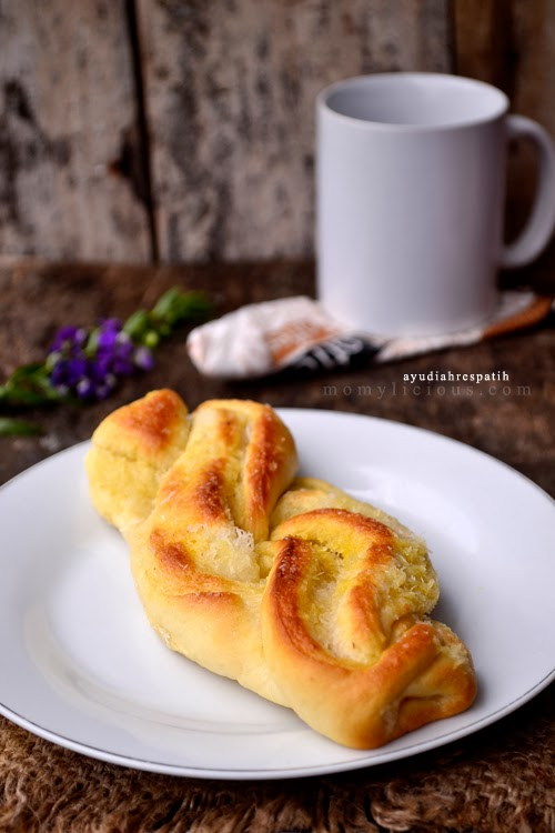 Plaited Coconut Bread