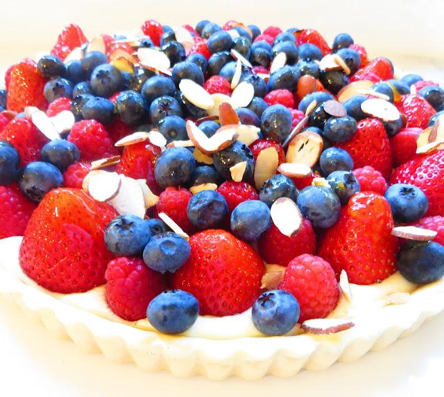 Caramel et Fleur de Sel: Strawberry, Blueberry and Raspberry Tart