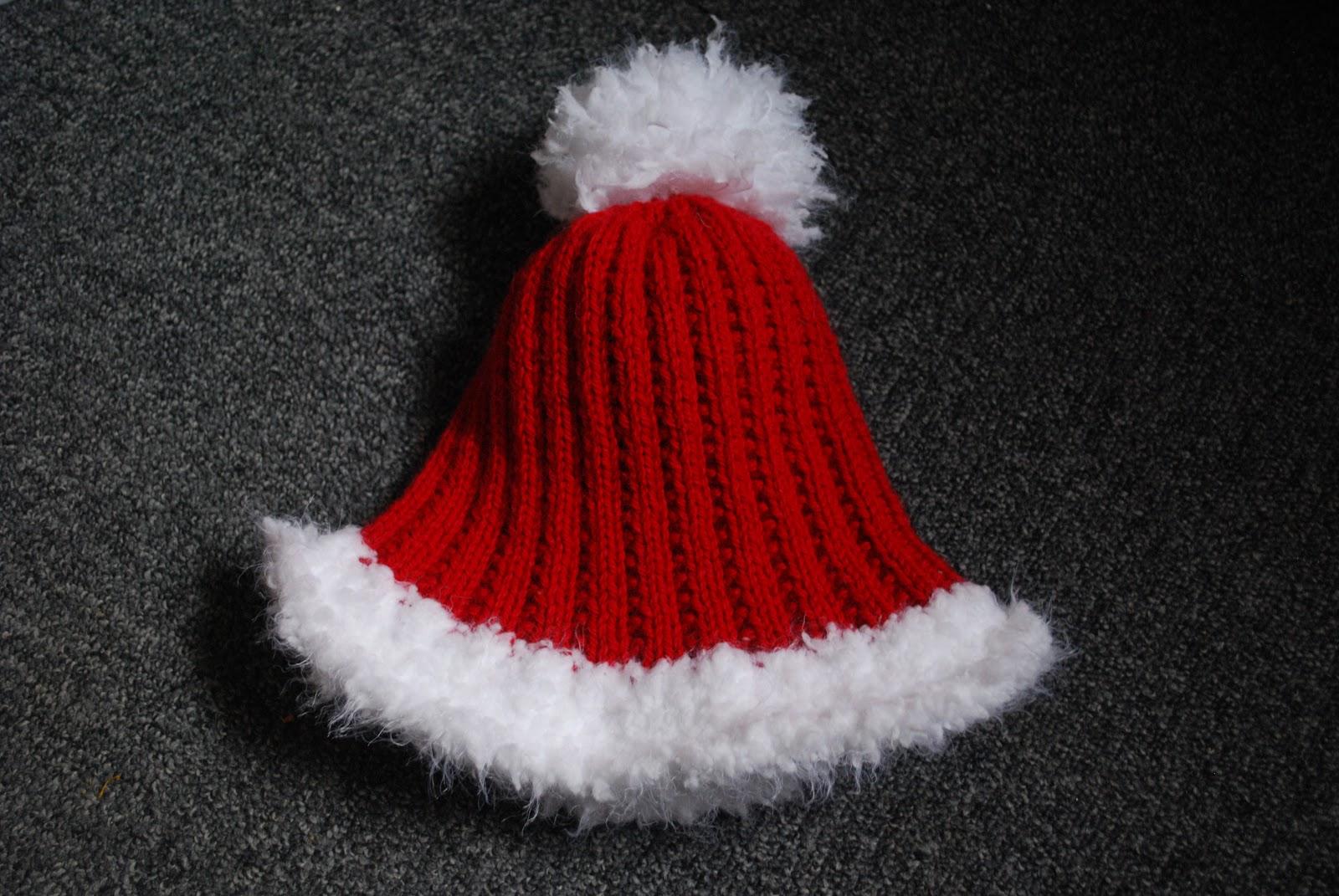 carofoliz patron tricot gratuit 1 bonnet de no l pour adultes. Black Bedroom Furniture Sets. Home Design Ideas