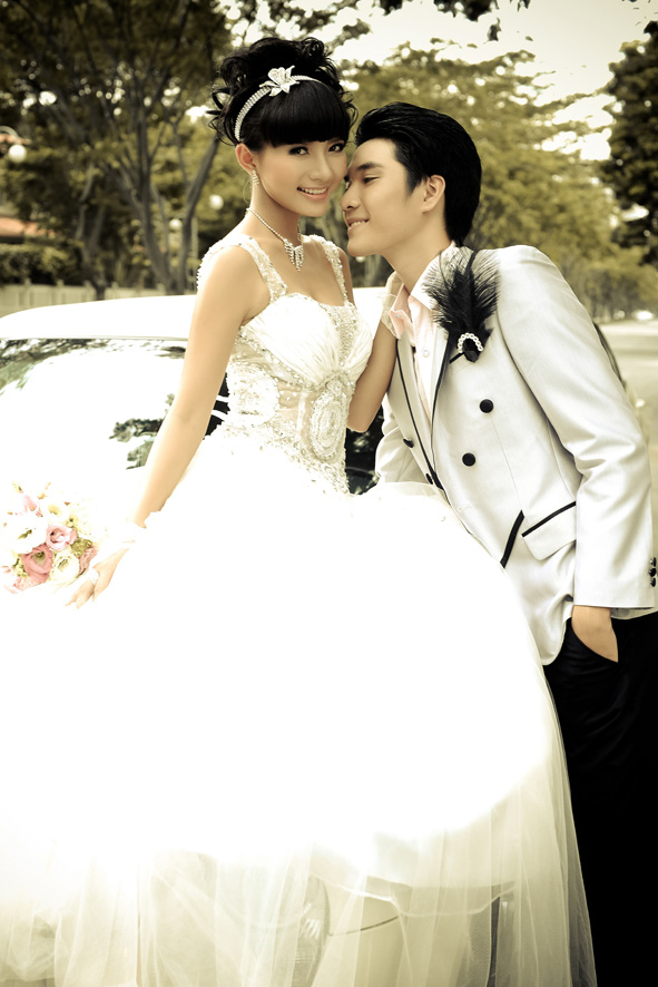 Phan Nhu Thao & Viet Anh with wedding dress