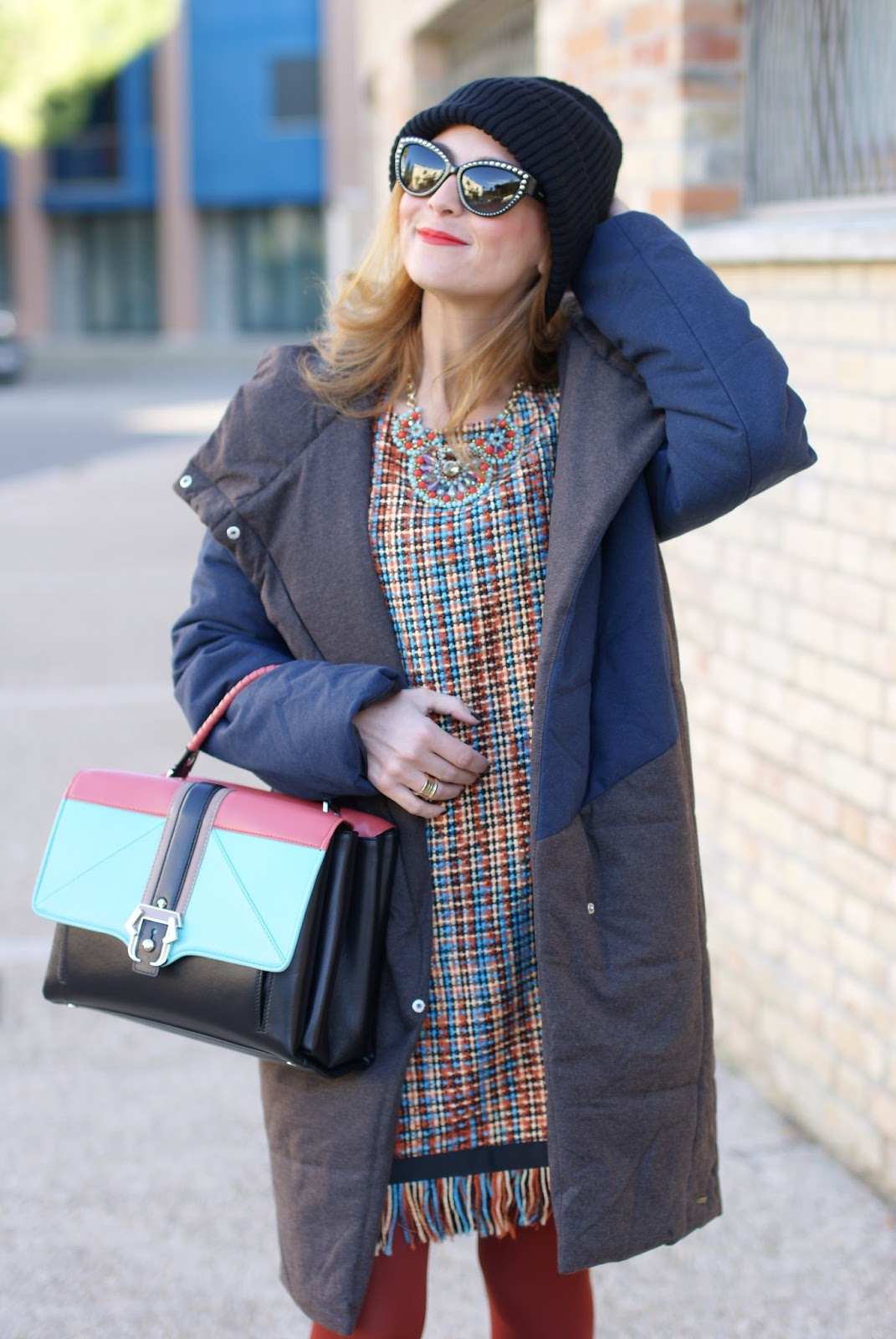 Vogos Gigi woven tunic dress, Paramita Zaliv jacket and Paula Cademartori Faye bag on Fashion and Cookies fashion blog, fashion blogger con piumino ecologico