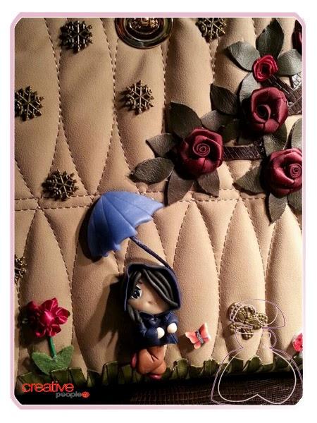 Detalle bolso de mano decorado a mano por Sylvia Lopez Morant
