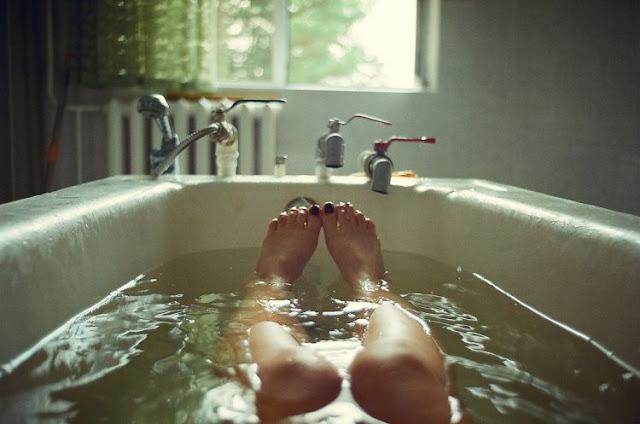 Mandi dengan air hangat sebelum tidur