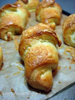 fresh-Cheddar-cheese-rolls