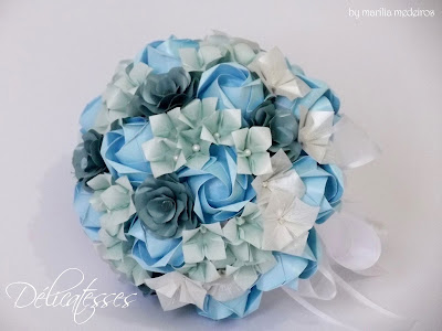 bouquet de papel azul