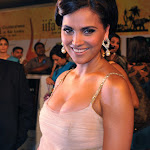 Lara Dutta Showcasing Mega Cleavage At IIFA Awards