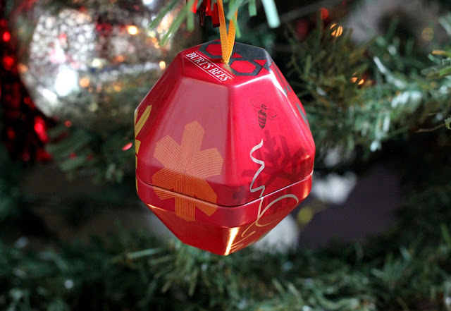 Burt's-Bees-Classics-Pomegranate-Gift-Set-Bauble-Review