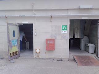 写真:病院の敷地内にある喫煙所