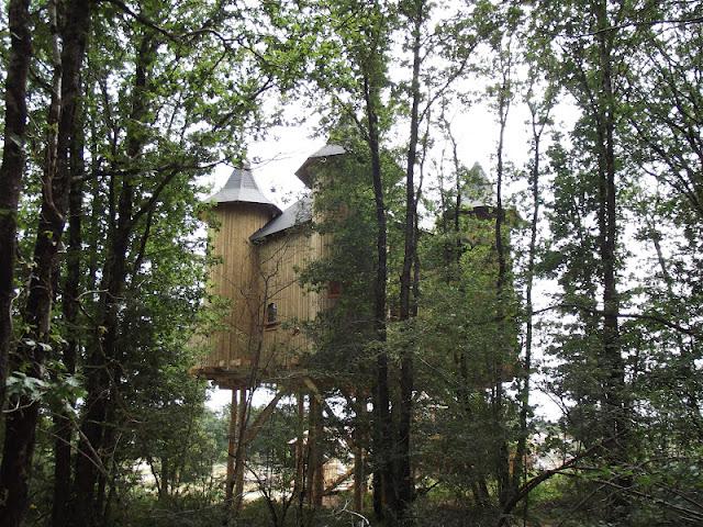 château dans les arbres, domaine de dienné, nuit insolite, bullelodie