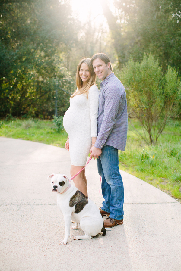 Outdoor maternity photos (dog-friendly!)