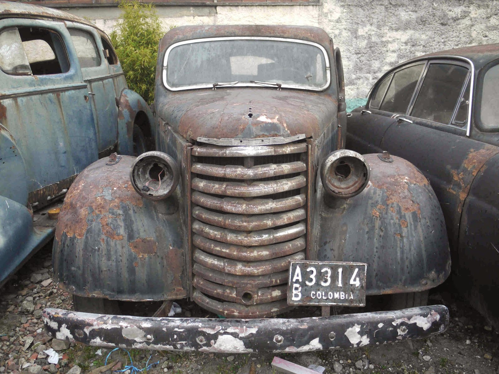 Mike\'s Bogota Blog: Where Those Cars Went to Die