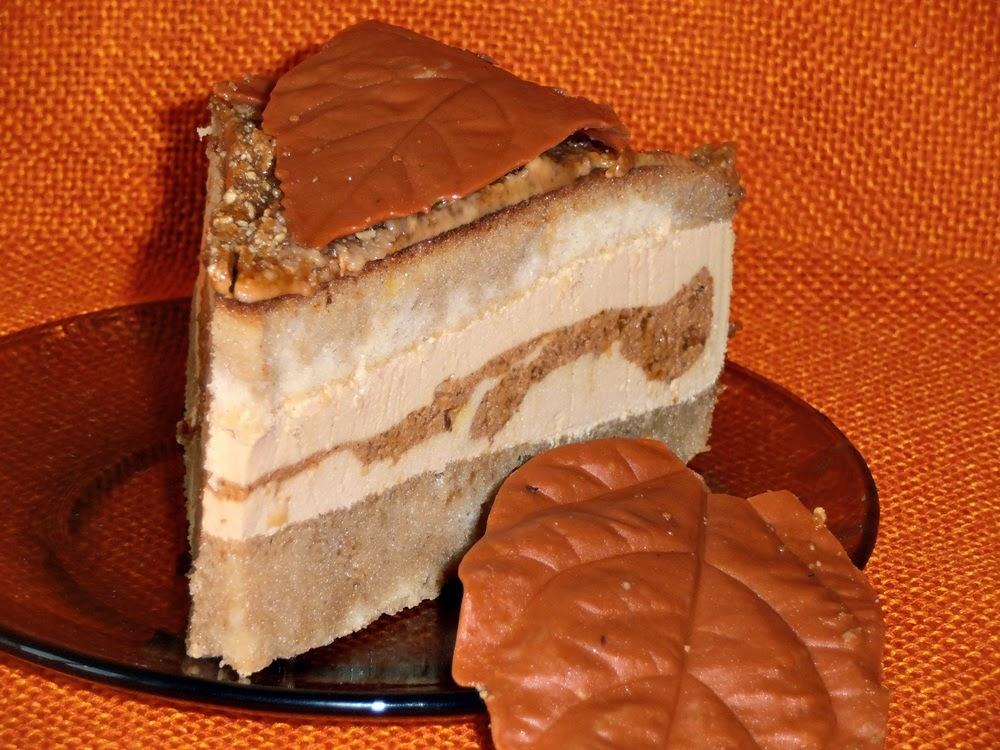 http://www.caietulcuretete.com/2012/10/tort-cu-crema-caramel-si-pralina.html