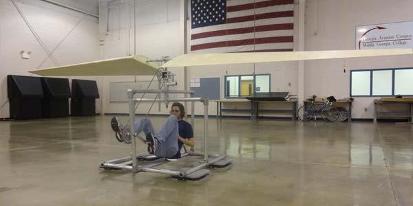 Mahasiswa Kembangkan Helikopter Tenaga Manusia