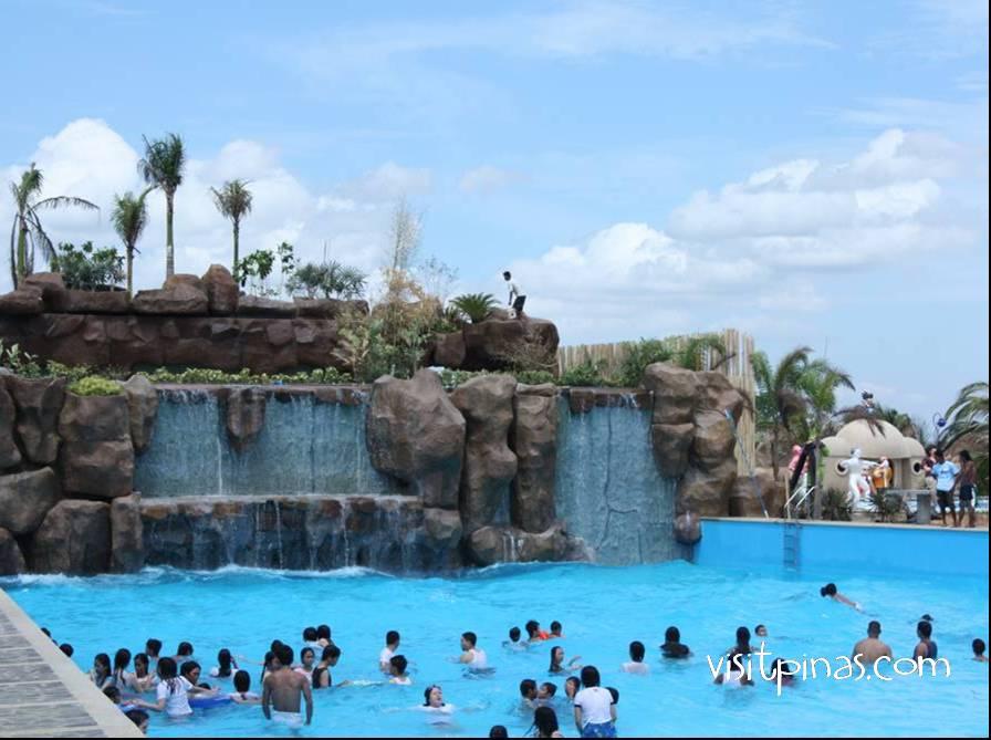 wave-pool-at-amana-waterpark-pandi-bulacan-philippines - Amana Waterpark in Bulacan, Philippines - Philippine Photo Gallery
