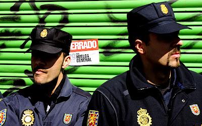 policías al sol