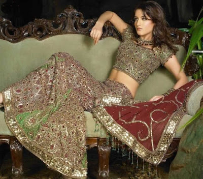 Trendy Salwar Kameez for Urban Girls to Looks Sensuous