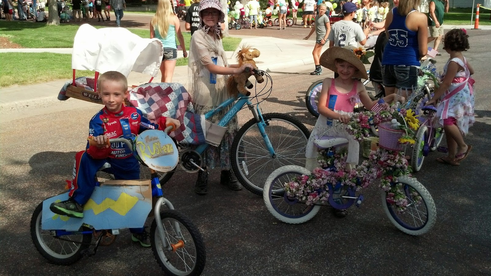 Loving and learning on the high plains kiddie parade for Bike decorating ideas