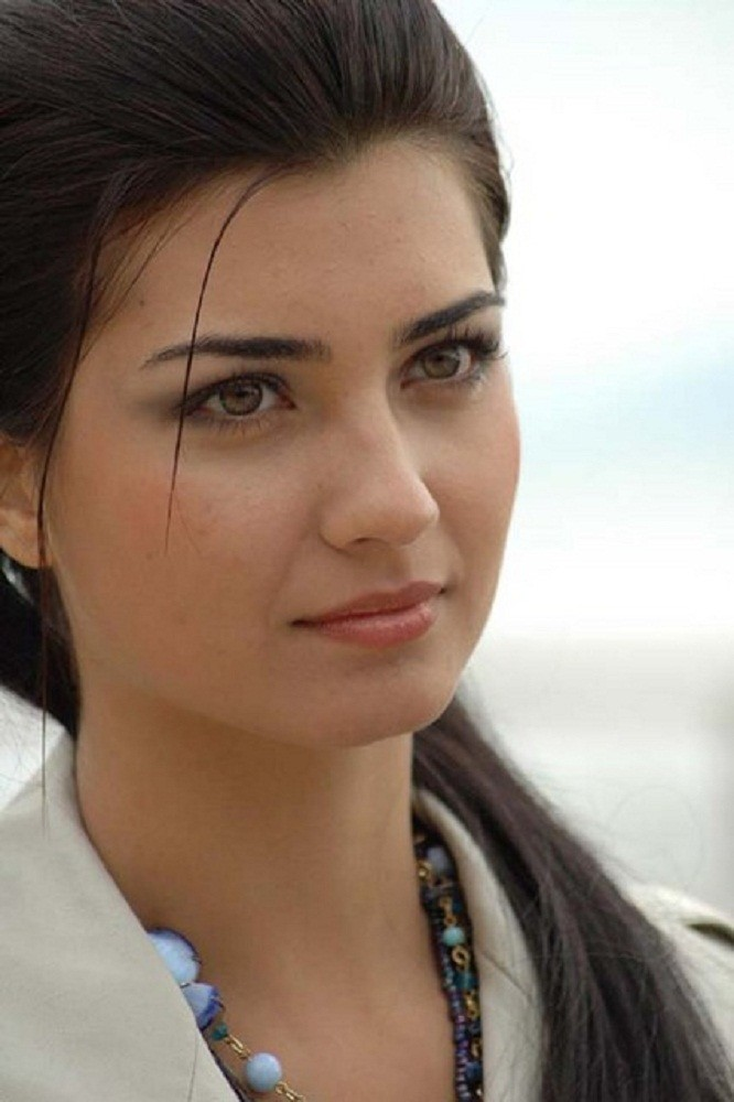 Turkish Actress Tuba Buyukustun