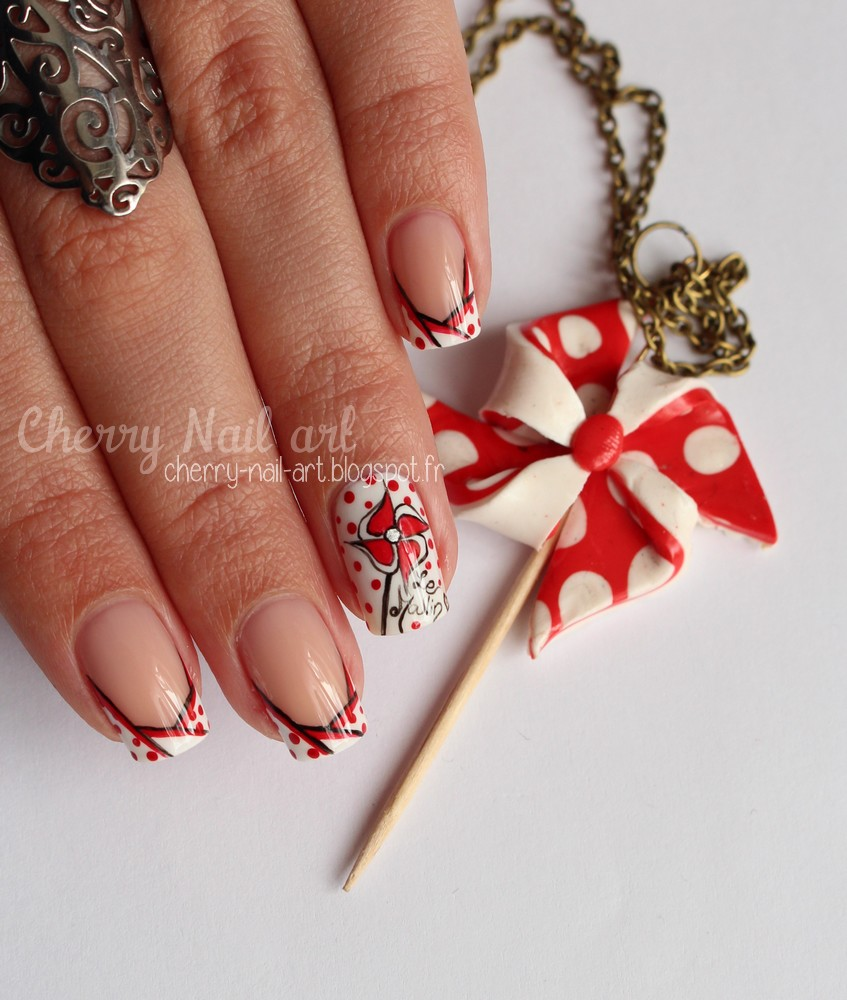 nail art moulin a vent et french manucure originale
