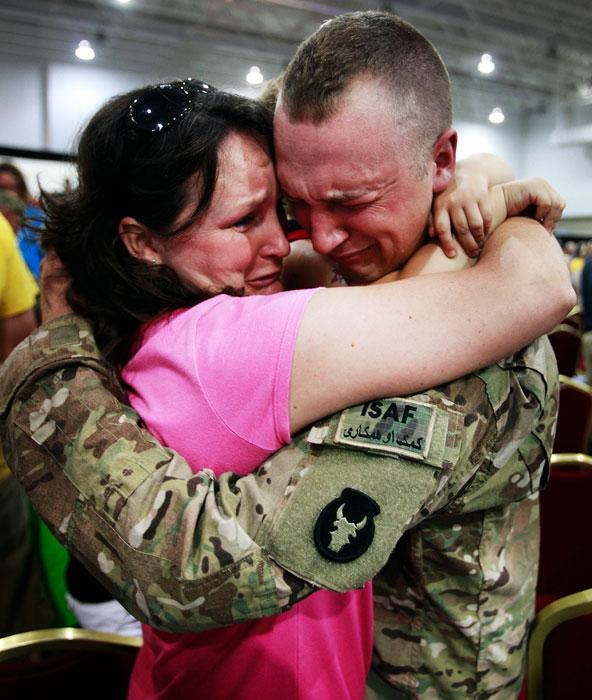 Best Emotional Video Ever, Soldier Surprises his Family