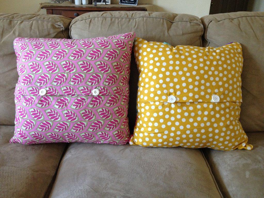 Crochet Pillow : FREE crochet stripped pillow pattern