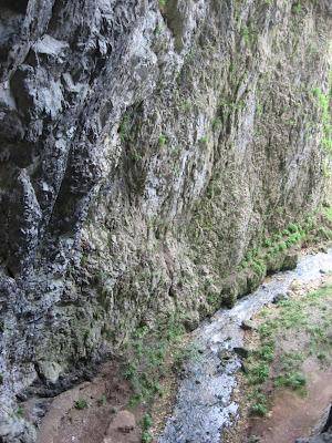 Potpećka pećina - potok