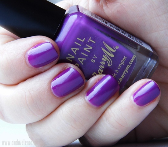 Purple and Gold Nail Design. Image Source. Add a bit of sparkle to your nails this time of the year. Purple nail paint topped with golden sparkles is a combination which is fail-proof.