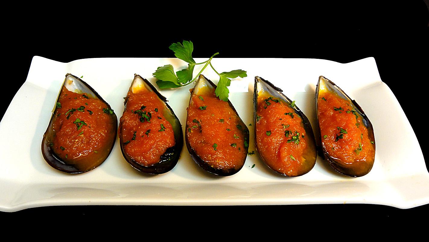 Cocinar para los amigos mejillones con tomate picante for Cocinar mejillones en salsa