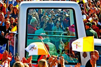 papamovil Millón de seguidores en las redes sociales   Jornada Mundial de la Juventud Madrid del 16   21 de Agosto 2011 con el Papa Benedicto XVI