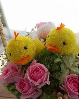 Tiernos polluelos. Mascotas florales.