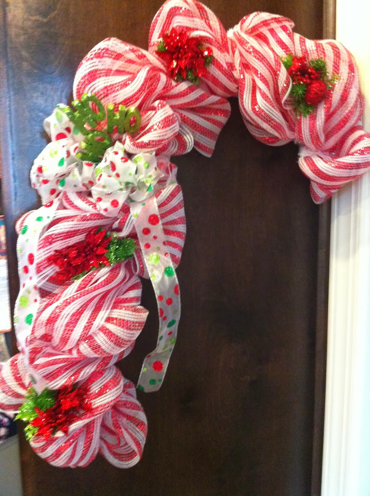 My Crafty World: Candy Cane Deco Mesh Wreath