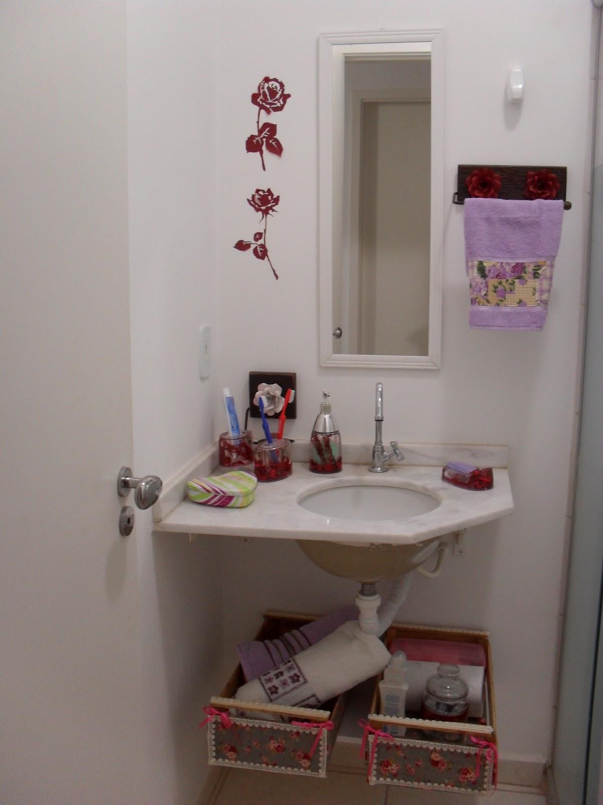Imagens de #393964 Super simples .. uma prateleira   dois caixotes   boa vontade = uma  1200x1600 px 3604 Banheiros Super Simples