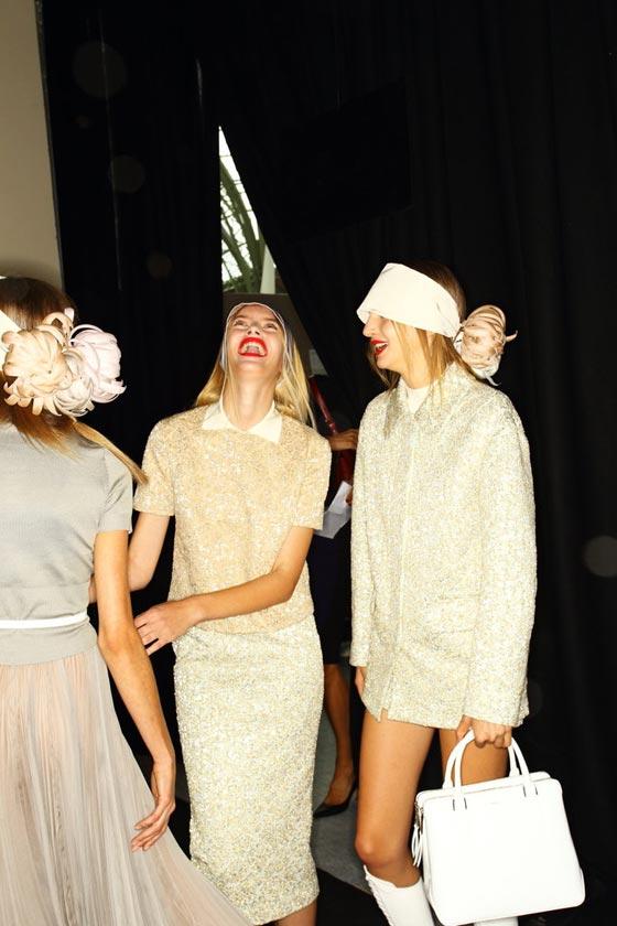 modelos riendo