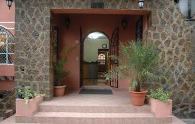 http://www.ecuador-turistico.com/2011/12/hotel-carolina-montecarlo.html